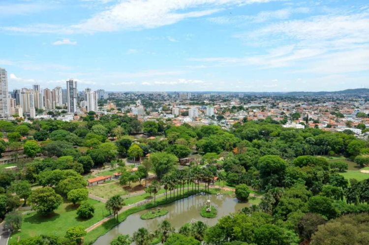 Goiânia é a capital do estado de Goiás e está localizada no coração do Brasil.