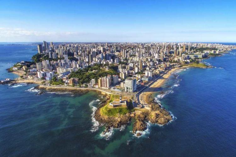 Salvador é a capital do estado da Bahia, uma das cidades que mais atraem turistas na região Nordeste.