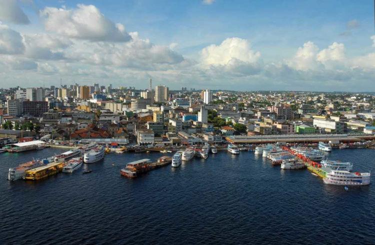 Manaus é a capital do maior estado da região Norte, o Amazonas. *