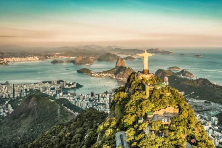 Rio de Janeiro é uma das cidades mais conhecidas e visitadas do país, e também capital do estado do Rio de Janeiro.