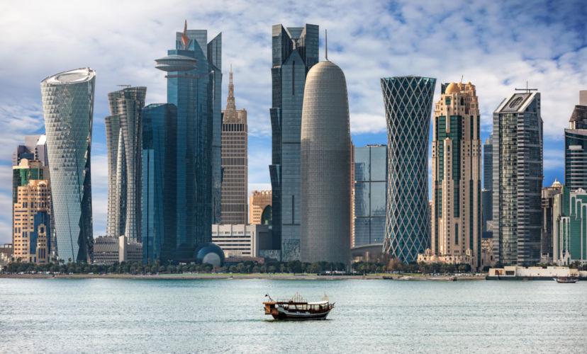 Doha é capital do Catar. Cidade bastante urbanizada e com alto desenvolvimento tecnológico.