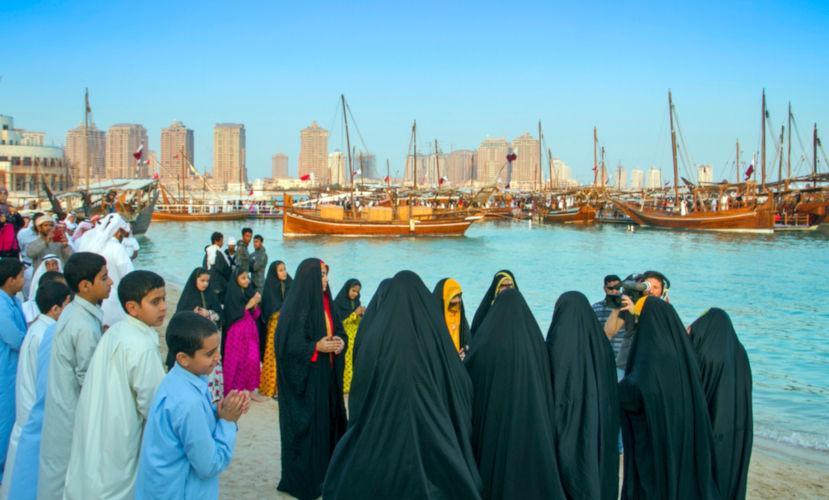 Os cidadãos do Catar correspondem à menor parte da população que é, em sua maioria, constituída por estrangeiros. *