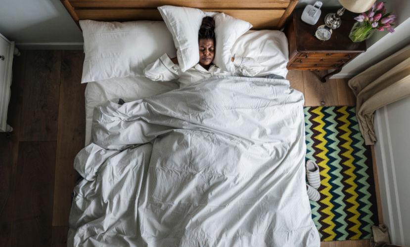 O distúrbio de sono é um dos problemas provocados pela exposição a ruídos em excesso.