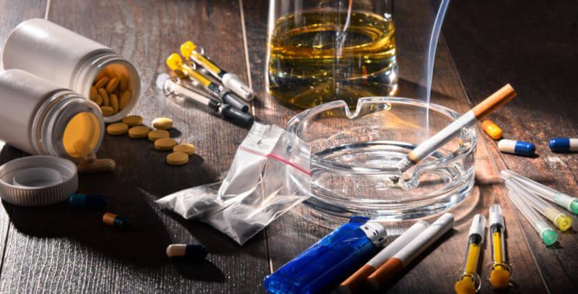 As drogas afetam a ação da dopamina, seja aumentando seu tempo de ação, seja ligando-se aos seus receptores e produzindo efeitos alucinógenos.