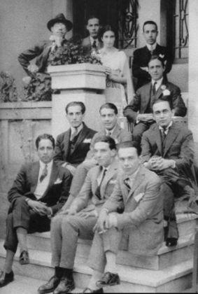 Na fotografia, os organizadores da Semana de Arte Moderna, entre eles Guilherme de Almeida e Mário de Andrade.
