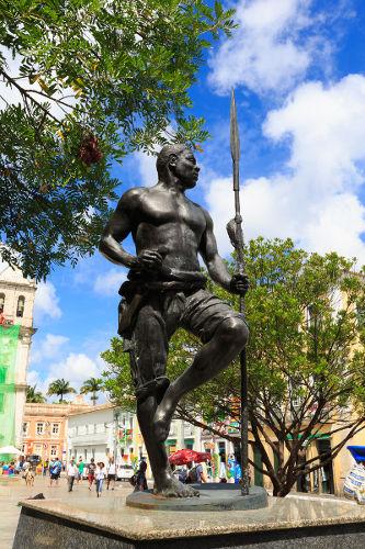 Zumbi dos Palmares foi um dos grandes líderes do Quilombo dos Palmares e liderou a luta de resistência contra os portugueses.