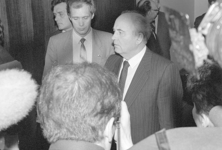Mikhail Gorbachev, líder da União Soviética no final da década de 1980 e considerado o responsável pela abertura econômica do país.***