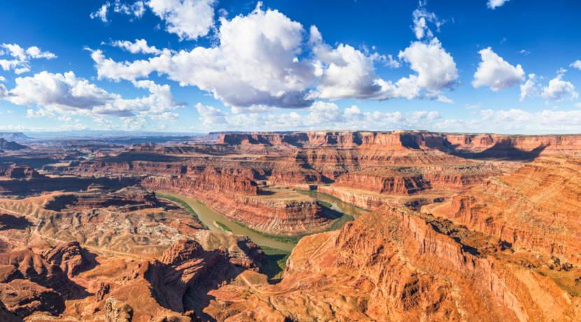 Grand Canyon é uma falha natural localizada nos Estados Unidos.