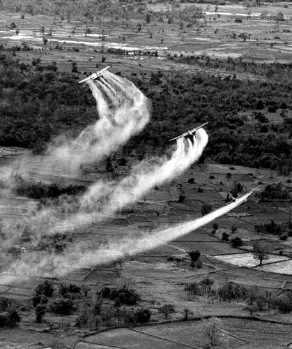 Aviões americanos em ação durante a Guerra Fria.
