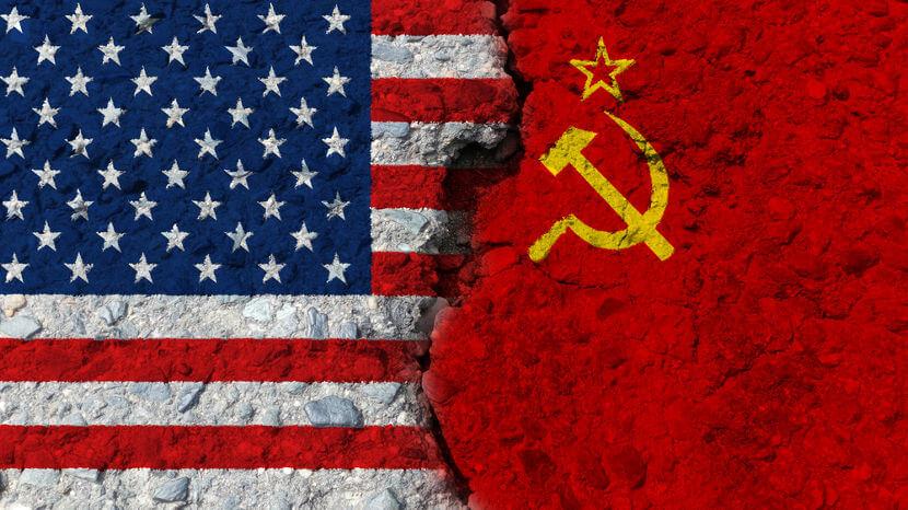 O conflito político-ideológico travado na Guerra Fria colocou EUA e URSS em lados opostos.*