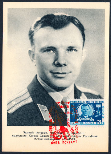 O cosmonauta Yuri Gagarin foi o primeiro homem a ser enviado ao espaço.**