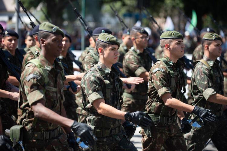 Durante o 7 de setembro é comum desfile de tropas das Forças Armadas em várias cidades do Brasil. [2]