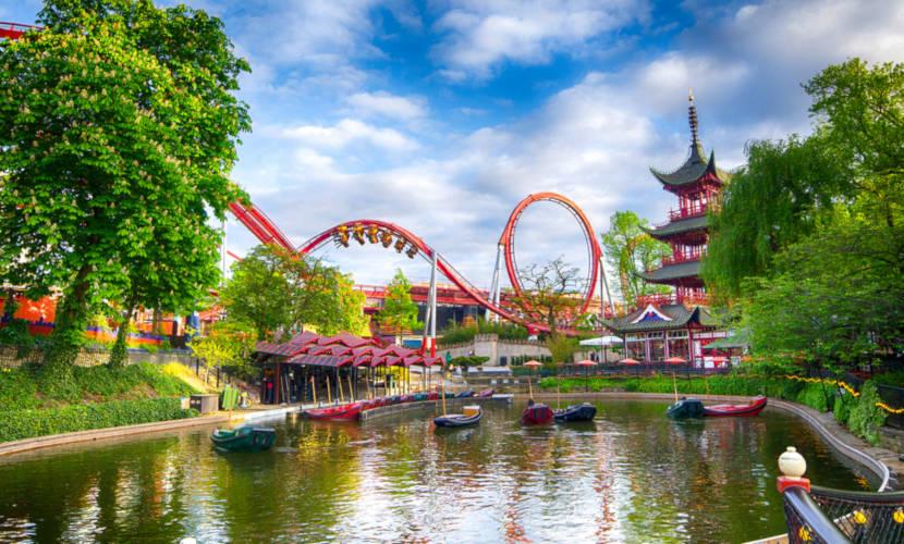 Tivoli Garden situado em Copenhague, Dinamarca.