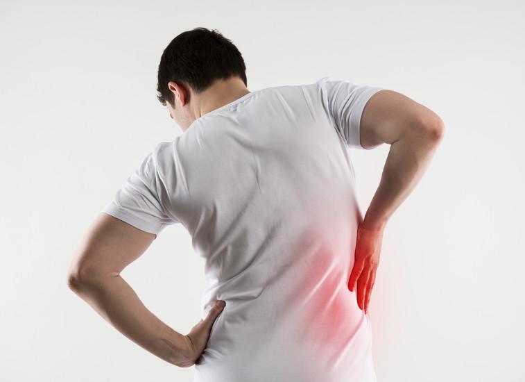 A dor lombar é um dos sintomas da insuficiência renal aguda.