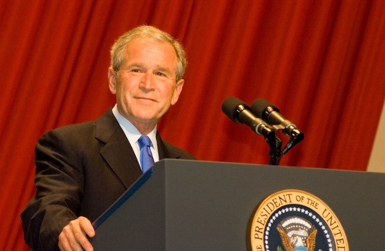 Na época do atentado, os Estados Unidos eram governados por George W. Bush.[2]