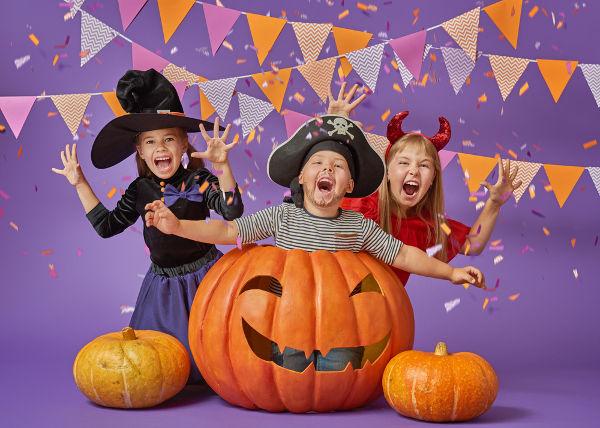 O Halloween é uma festa bastante tradicional nos Estados Unidos e um momento de diversão para as crianças.