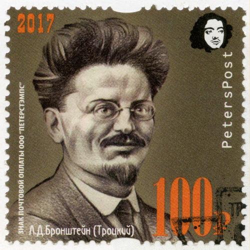 Leon Trotsky disputou o comando da União Soviética com Stalin, mas foi derrotado e expulso do partido.[1]