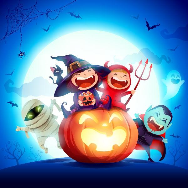 As fantasias e a abóbora esculpida e com uma lanterna em seu interior são grandes símbolos do Halloween.