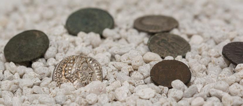 Uma das marcas da Alta Idade Média é a pouca utilização de moeda.