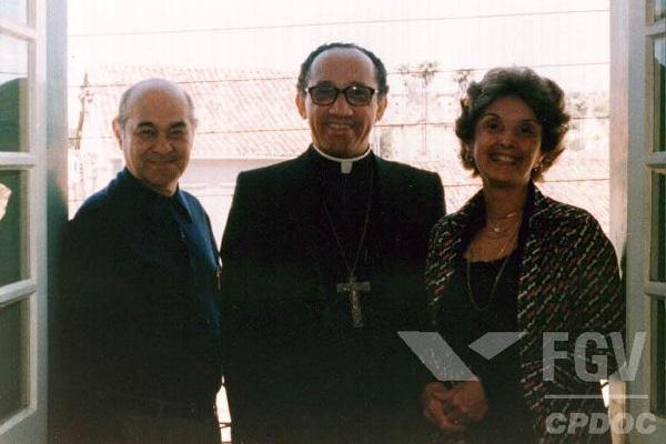 Tancredo Neves foi um grande nome da política brasileira, trabalhando com Vargas, JK, Jango. Foi também um dos grandes nomes de redemocratização.[1]
