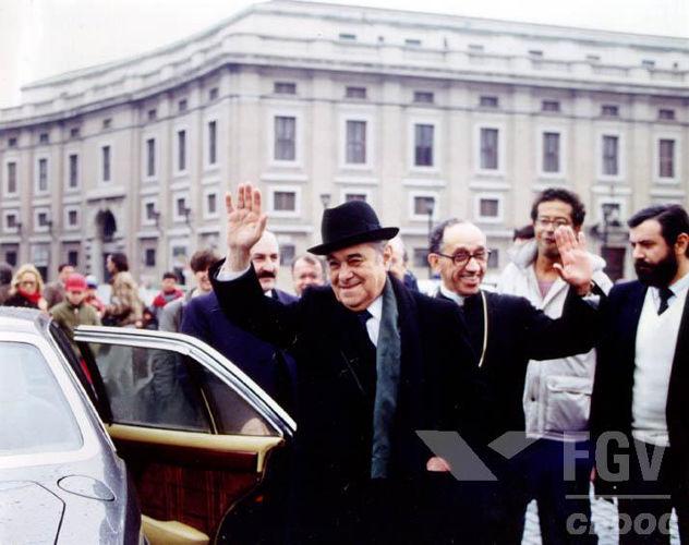 Tancredo Neves em viagem à Itália, em janeiro de 1985, poucas semanas antes de seu falecimento.[1]