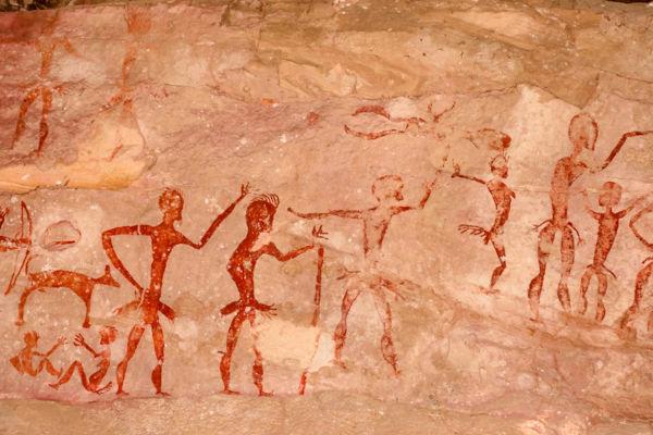 As pinturas rupestres são importantes representações pictóricas que servem como fontes históricas no estudo da vida do homem durante a Pré-História.