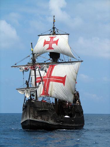 Réplica de uma caravela portuguesa utilizada durante o período das Grandes Navegações.