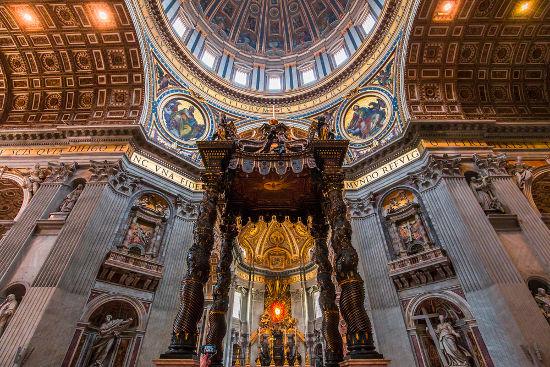 Arquitetura do altar da Basílica de São Pedro – Vaticano, Roma**