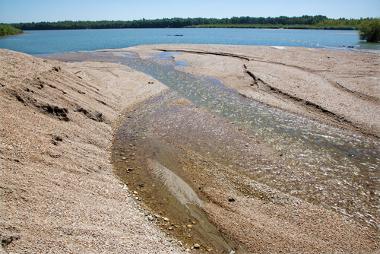 O assoreamento representa o acúmulo de sedimentos nos rios