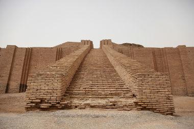 Além de grandes monumentos, como seu Zigurate, a cidade de Ur também dispõe de outros tesouros artísticos
