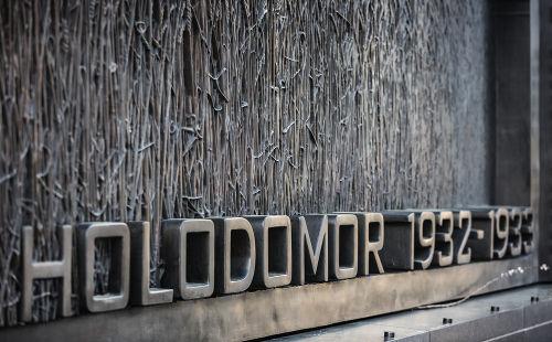 Monumento em homenagem às vítimas do Holodomor *