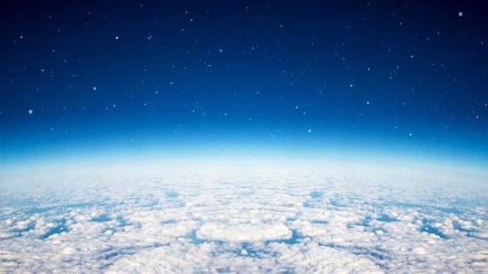 A atmosfera é uma camada gasosa que envolve a Terra, atuado na manutenção da vida.