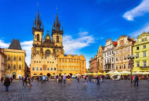 A cidade de Praga foi palco da Primavera de Praga e foi invadida por tropas soviéticas em agosto de 1968