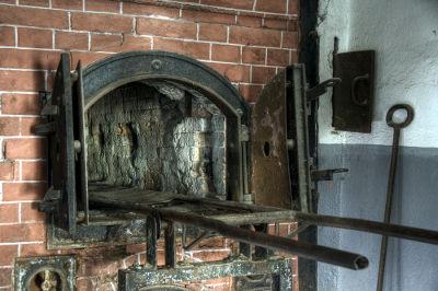 Os corpos dos judeus mortos em câmaras de gás eram queimados em fornos como esse da imagem