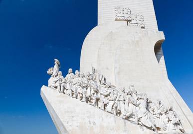 O Monumento aos Descobrimentos, ou Padrão dos Descobrimentos, é uma homenagem à saga dos navegadores portugueses pelas expedições marítimas