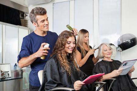 Muitos procedimentos realizados no salão de beleza têm como base a Química