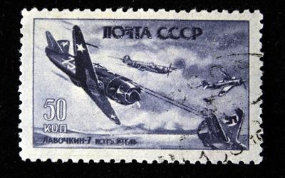 Selo soviético simbolizando os combates aéreos com os nazistas. *