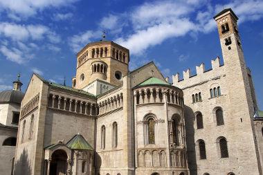 Acima, imagem da Catedral da Cidade de Trento (Itália), onde ocorreu o famoso Concílio