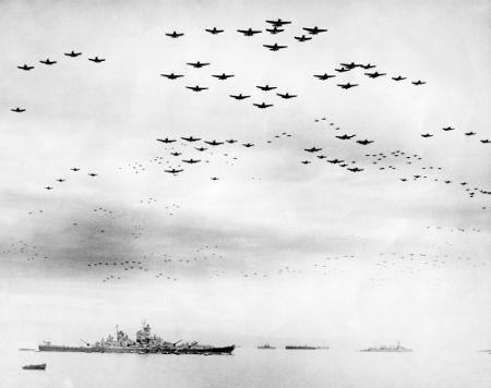 Navio americano (USS Missouri) no dia da oficialização da rendição japonesa, em 2 de setembro de 1945