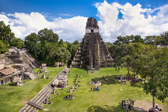 Os maias desenvolveram-se na Mesoamérica e tiveram seu auge durante o período 250-900 d.C.