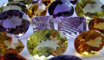 Pedras lapidadas para joias