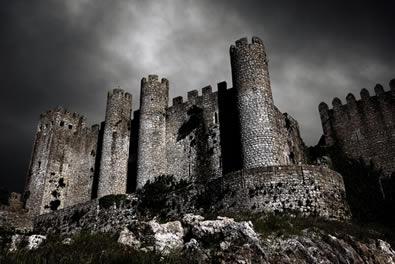 Por se considerarem iluminados pelo pensamento racional da Antiguidade, os renascentistas chamaram a Idade Média de Idade das trevas