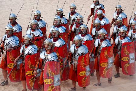 Encenação de como se vestia e era organizada uma legião romana *