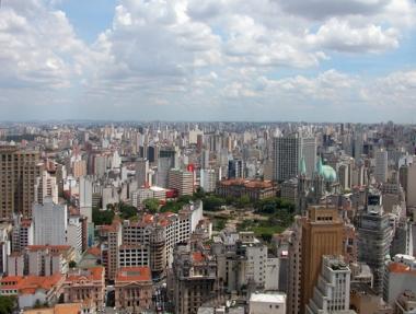 Imagem aérea da cidade de São Paulo, a maior metrópole brasileira
