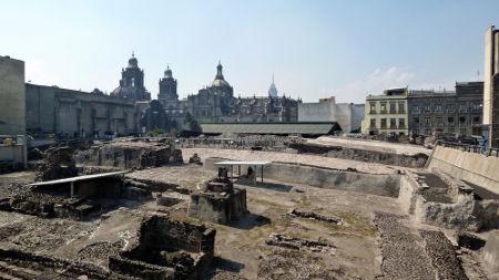 Ruínas de um dos principais templos astecas da cidade de Tenochtitlán, o Templo Mayor *