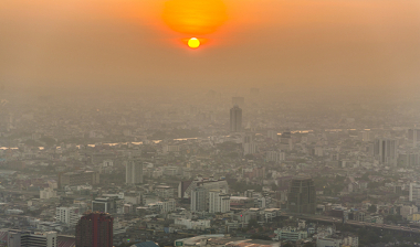 A Inversão térmica é responsável pela retenção da poluição no céu das cidades