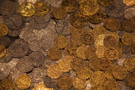 O uso da moeda na economia medieval foi fortalecido apenas a partir do século XIII
