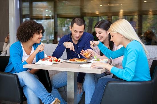 É importante realizar pelo menos três refeições diárias