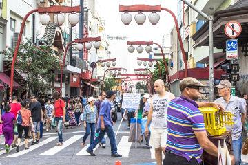 Em virtude da grande imigração japonesa, o bairro Liberdade, na cidade de São Paulo, apresenta muitas características da cultura japonesa ¹