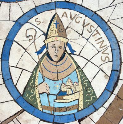 Representação de Santo Agostinho, um dos Padres da Igreja, em um vitral de uma Igreja em Israel
